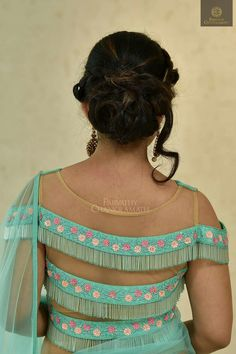 Blue Simple & Trendy Latest Blouse Back Neck Design 2019 Blouse Back Neck Designs, Best Blouse Designs, Saree Blouse Designs, Blouse Patterns, Designer Blouses Online, Stylish Blouse Design, Designs For Dresses, Look Vintage, Top
