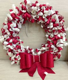CURLY PAPER WREATHS � Video Tutorial  I love this one, I am doing one in turquoise colors for my Ocean theme.