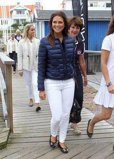 La princesa Magdalena vuelve a pasear su belleza y sofisticado estilo por Suecia #royals #royalty #princess #madeleine #sweden
