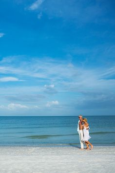 When was the last time the two of you enjoyed a long walk on the beach? Don't wonder, just plan your next beach getaway! Discover the romance of Naples, Marco Island and the Everglades. Old Florida, Florida Travel, Florida Beaches, Places To Travel, Places To Visit, Naples Beach, Ocean Wallpaper, Marco Island, Beach Picnic