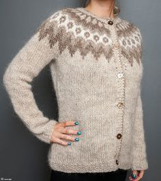 Like the colours and pattern - Icelandic lopapeysa Crochet Cardigan, Sweater Cardigan, Knit Crochet, Icelandic Sweaters, Wool Sweaters, Hand Knitting, Knitting Patterns, Inspired By Iceland, Cardigan Design
