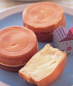 奶油乳酪車輪餅::食譜::www.ytower.com.tw Sweet Recipes, Cake Recipes, Dessert Recipes, Quick Dessert, Japanese Hot Cakes Recipe, Hokkaido Cake, Japanese Pastries, Gooey Chocolate Cake, Wheel Cake