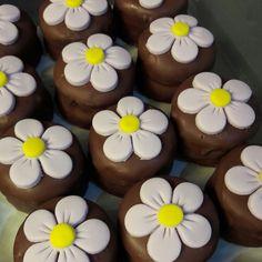 pão de mel decorado flores Chocolate Covered Pretzels, Chocolate Cookies, Fudge, Cupcakes Flores, Brownie Pops, Marshmallow Treats, Gum Paste, Mini Cakes, Homemade Gifts