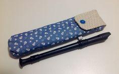 Capa para flauta doce (tamanho de uma flauta soprano). <br>Confeccionada com tecido de algodão, com manta acrílica e quilt. Ela é acolchoada, ideal pra proteção do instrumento.
