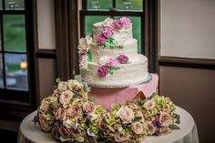 created almost identical looking flowers in buttercream on Emily's cake that matched the roses in her bouquets. Bulk Wedding Flowers, Rose Wedding Bouquet, Diy Bouquet, Rose Bouquet, Bulk Flowers Online, Cheap Flowers, Floral Supplies, Wedding With Kids, Budget Wedding