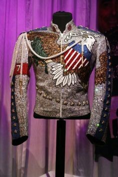 What More I Can Give Michael Jackson's Jacket Michael Jackson Jacket, Michael Jackson Outfits, Michael Jackson Costume, King Of Music, Look Vintage, Military Jacket, Singer, Costumes, Glove