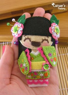 Felt Geisha brooch - (model 7)
