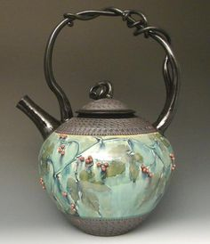 Teapot by Suzanne Crane. Wow!                                                                                                                                                                                 Más