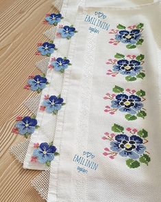 1 million+ Stunning Free Images to Use Anywhere Basic Embroidery Stitches, Embroidery Patterns, Hand Embroidery, Handmade Crafts, Diy And Crafts, Free To Use Images, Bargello, Bobbin Lace, Baby Knitting Patterns