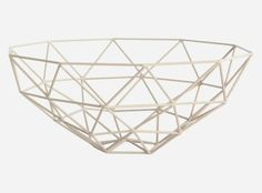 I like the shape of this bowl and how its been created using triangles, it is very simple and modern.