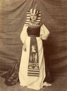 carolathhabsburg: Pose like an Egypcian.