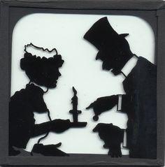 """2 di 2 Silhouette tentò attraverso le tasse. Tagli, tagli. Inutile dire che questo non gli fruttò molta popolarità, e il suo nome entrò ironicamente per antonomasia nel parlato per indicare una semplicità risicata, povera. Si chiamarono """"à la Silhouette"""" i calzoni che non avevano tasche, e un tipo di ritratto molto alla moda di quel tempo, che consisteva nel ridurre ad un'ombra nera il profilo della persona, fu chiamato """"profil à la Silhouette""""."""