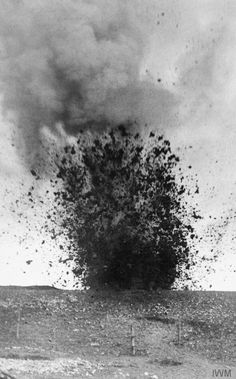 A heavy shell bursting during the Battle of the Somme. World War One, First World, Battle Of The Somme, War Image, War Photography, World History, Military History, Drawing, Images