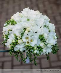 Znalezione obrazy dla zapytania bukiety ślubne frezje i róże