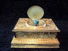Antique Flojoulot singing bird box tabatiere. This is amazing! Beautifully made.