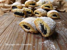 I biscotti morbidi ripieni al cioccolato, sono semplicissimi da fare,sono ottimi sia per la prima colazione che come spuntino goloso