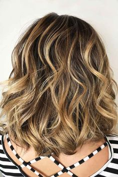 Wavy Shoulder Length Layered Haircut picture2