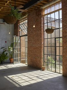 Gorgeous Light-Filled Converted Warehouse and Private Garden, Brooklyn, NY Warehouse Renovation, Warehouse Apartment, Warehouse Living, Warehouse Home, Warehouse Design, Warehouse Office Space, Design Apartment, Dream Apartment, Converted Warehouse