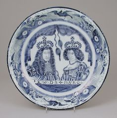 Charger with double portrait of William III and Mary II Blue And White Fabric, Blue And White China, Love Blue, Delft, Art Nouveau, Defender Of The Faith, William And Mary, White Dishes, Chinoiserie Chic