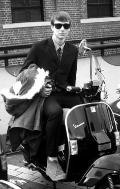 mod boy on scooter Mod Scooter, Lambretta Scooter, Scooter Girl, Piaggio Vespa, Youth Culture, Pop Culture, Brighton, Fred Perry Polo Shirts, Tailor Made Suits