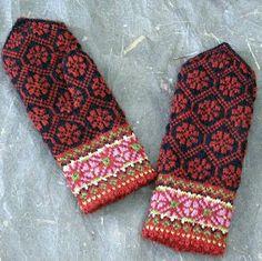 Ravelry Ravelry: Kurzeme, Perkone, p 326 pattern by Maruta Grasmane - Knitted Mittens Pattern, Crochet Mittens, Fingerless Mittens, Knitted Gloves, Knit Crochet, Crochet Granny, Knitting Charts, Knitting Stitches, Knitting Socks