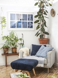 39 Family Room Decor For Make Your Family Relax. The family room is a room for many uses. Whether you are watching television, playing. Living Room Plants, Room With Plants, Cozy Living Rooms, Living Room Chairs, Living Room Decor, Decor Room, Home Decor, Living Spaces, Living Room Corners