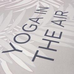 Le tapis de yoga YUJ est l indispensable des accessoires de yoga pour tous  les e65c208eb31