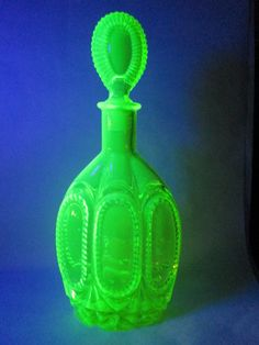 "CANARY YELLOW VASELINE URANIUM GLASS DECANTER SUNBURST WHEEL STOPPER - 12 3/4"" My Glass, Glass Art, Glass Bottles, Perfume Bottles, Ice Buckets, Green Fairy, Coloured Glass, Vaseline Glass, Window Art"