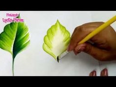 Pintura En Tela Para Principiantes Hojas Para Flores / How To Paint Leaves - Шок видео с ютуба One Stroke Painting, Acrylic Painting Techniques, Painting Videos, Tole Painting, Art Techniques, Paint Flowers, Fabric Colour Painting, Fabric Paint Designs, Painted Leaves