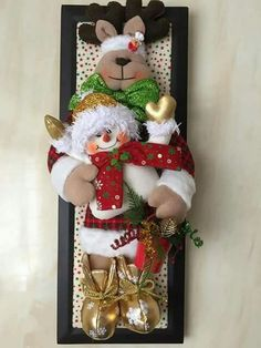Christmas 2019 : Felt Christmas decorations on wooden frames Felt Christmas Decorations, Christmas Ornaments To Make, Noel Christmas, Felt Ornaments, Christmas 2019, Christmas Stockings, Christmas Wreaths, Christmas Crafts, Xmas