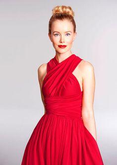 www.valons.ch   Es gibt unendlich viele Möglichkeiten das Valons Infinity Kleid Cherry Red zu wickeln. Alle Kleider sind handgeschneidert aus Deutschland. Ob kurz, lang oder andere Farbe - wir nehmen alle Eure individuellen Sonderwünsche unter info@valons.ch entgegen.