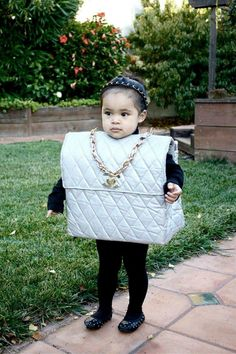 I'm going to dress up my child as a baby Chanel bag for Halloween. Halloween Mono, Diy Halloween Costumes For Kids, Cute Costumes, Happy Halloween, Chic Halloween, Halloween Alley, Homemade Halloween, Creepy Halloween, Little Doll