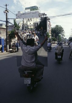 Vietnamese Motorbikes and the Amazing Things They Carry - Photos by Hans Kemp