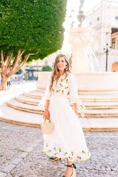 Lemon Print For Dinner in Seville - Gal Meets Glam - lemoncheescake Mode Outfits, Dress Outfits, Casual Dresses, Dress Up, Fashion Outfits, Fashion Deals, Fashion Brands, Chic Outfits, Spring Outfits Classy