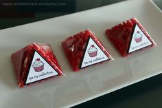 Favour, Clear Pyramid Boxes