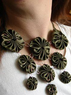 designs for yo yos   Detail yo-yo necklace designed by Trish Tilly
