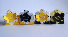 Lindas forminhas para tema abelhinha!! Caixinha elaborado com papeis 180gr Nas cores que vc desejar  ***PEDIDO MINIMO 40 UNIDADES