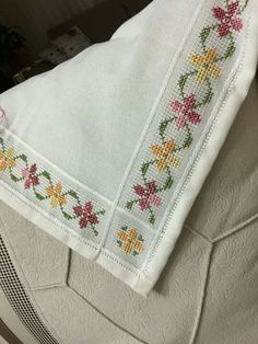 """""""Discover thousands of images about Chicken Scratch, Broderie Suisse, Swiss embroidery, Bordado espanol, Stof veranderen."""", """"This post was discovered"""