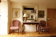 Cottage decor: Living room vignette | Max Rollitt
