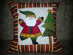 Christmas Projects, Holiday Crafts, Holiday Decor, Wool Applique, Applique Patterns, Christmas Cushions, Quilt As You Go, Winter Quilts, Quilted Wall Hangings