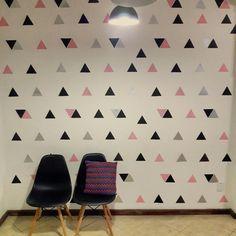 Decoração para sala. parede geometrica. triangulo. parede colorida. Girl Bedroom Designs, Girls Bedroom, Double Room, Teen Room Decor, Spare Room, Diy And Crafts, Wall Decor, House Design, Interior Design