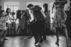 Julia & Rene Trauung in der Kirchenruine — Stefanie Fiegl   photography & arts Pronovias, Kirchen, Concert, Boho Dress, Hug, Newborns, Celebration, Wedding, Concerts