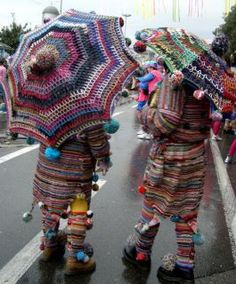 extreme crochet - love the umbrellas / parasols (shared at http://www.facebook.com/crochetersanonymous)