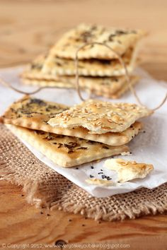 Crackers with Poppy Seeds, Caraway Seeds, and Sesame Seeds Snack Recipes, Healthy Recipes, Snacks, Caraway Seeds, Party Finger Foods, Menu Planning, Food For Thought, Crackers, Appetizers