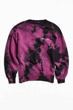 Vintage Champion Tie-Dye Crew Neck Sweatshirt - Urban Outfitters from Urban Outfitters. Tie Dye Shirts, Tie Dye Sweatshirt, Sweater Hoodie, Crew Neck Sweatshirt Outfit, Tie Dye Outfits, Cool Outfits, Casual Outfits, Champion Clothing, Tie Dye Fashion