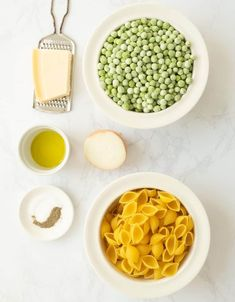 This creamy quick pasta with peas is a simple delicious one-pot dinner recipe that uses minimal ingredients. Vegetable Side Dishes, Pea Recipes, Vegetarian Recipes, Healthy Recipes, Pasta With Peas, Cooking Light Recipes, Italian Pasta Recipes, Healthy Weeknight Meals