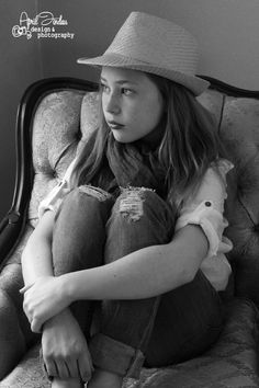 Photo shoot preteen girl in a chair with a hat