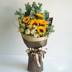 everything but the paper bag Flower Bouquet Diy, Sunflower Bouquets, Gift Bouquet, Beautiful Bouquet Of Flowers, Hand Bouquet, Floral Bouquets, Beautiful Flowers, Contemporary Flower Arrangements, Beautiful Flower Arrangements