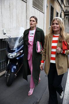 Розовый с головы до ног, винил и полиэтилен: что носят на Неделе моды в Милане   Журнал Harper's Bazaar