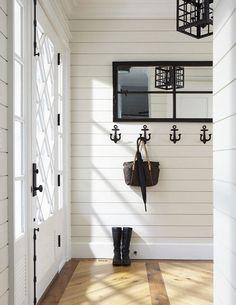Really cute hooks. Vicky's Home: Casa del lago / Lake Cottage House Design, House, Interior, Home, Coastal Living Room, Beach House Decor, House Interior, Coastal Living Rooms, Nautical Home